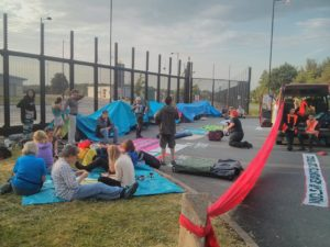 burghfield blockading june 16